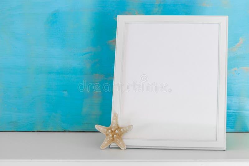 Wyśmiewa up z biel ramą i gwiazdy ryba z turkusu wieśniaka półdupkami zdjęcia royalty free