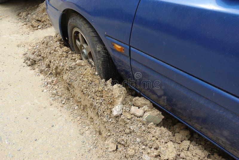 Wybój, szkoda na drodze zdjęcie stock