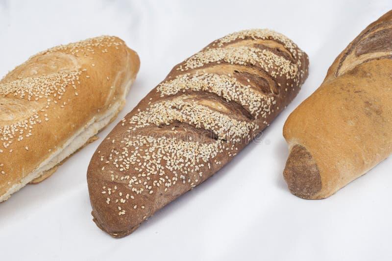 Download Wybór Chlebowi Bochenki Na Bielu Obraz Stock - Obraz złożonej z piekarnia, patisserie: 28972987