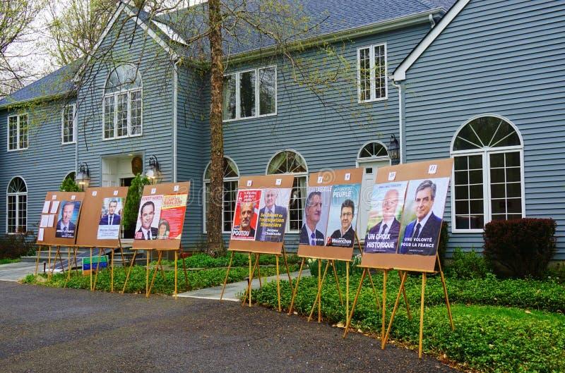 Wyborcy głosują w pierwszy round 2017 Francuskich wybór prezydenci obrazy stock
