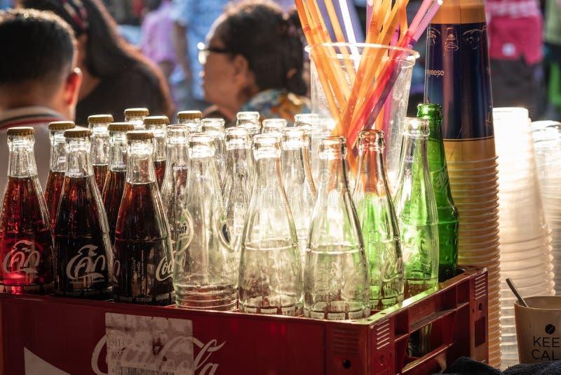 Wybrana ostrość Kolekcja stara i rocznik koka-koli butelka zdjęcie royalty free