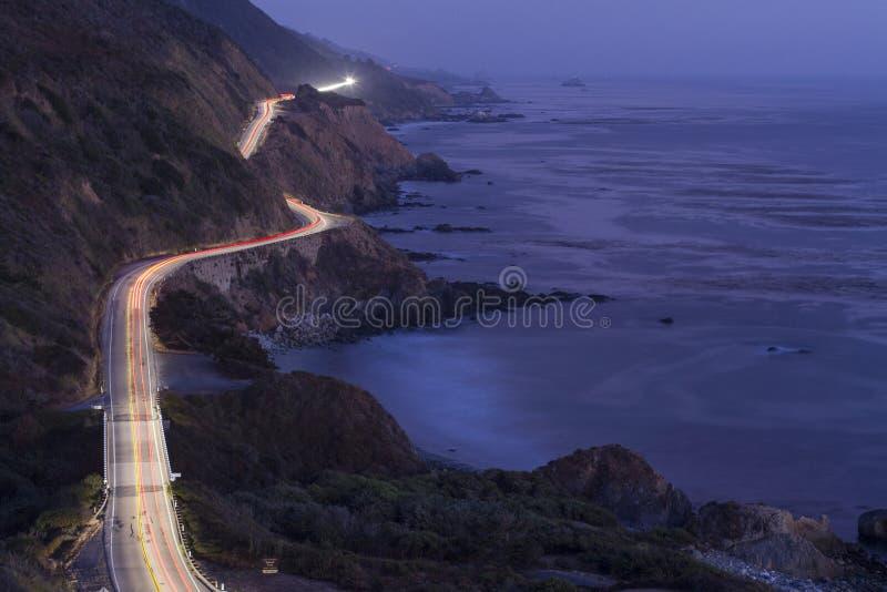 Wybrzeże Pacyfiku autostrada przy nocą obrazy royalty free