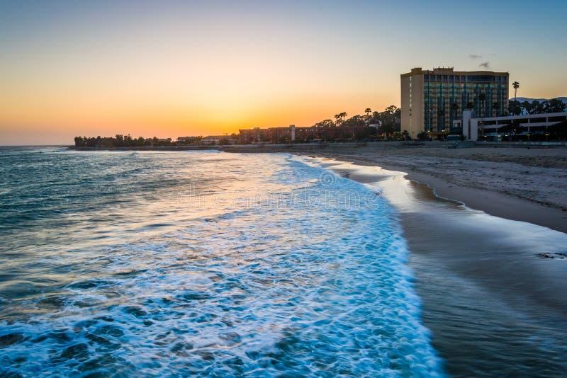 Wybrzeże Pacyfiku przy zmierzchem, w Ventura, Kalifornia zdjęcie stock