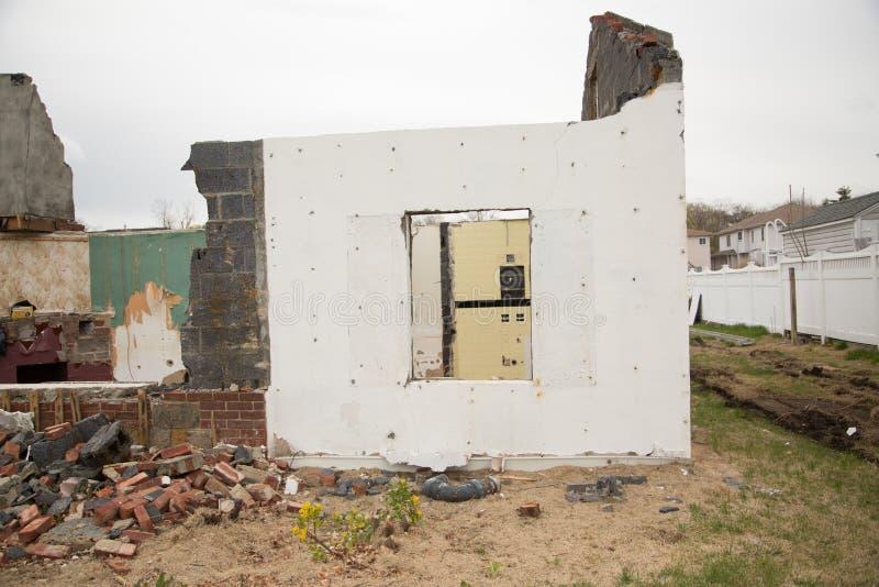 Wyburzający dom fotografia stock