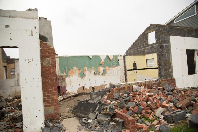 Wyburzający dom zdjęcia royalty free