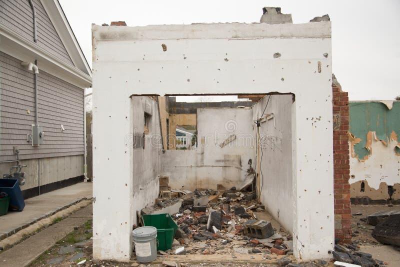 Wyburzający dom zdjęcie royalty free