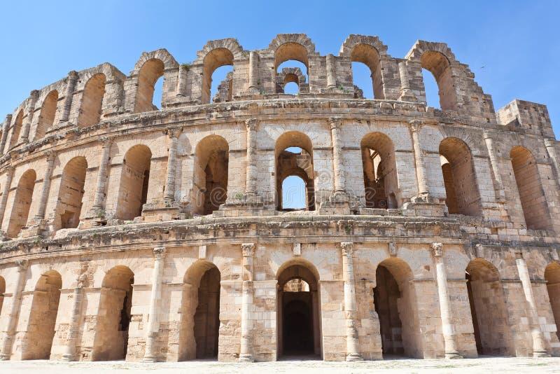 Wyburzający antyczny Amphitheatre w El Djem
