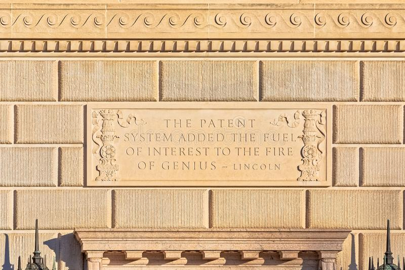 Wycena prezydentem Abraham Lincoln na handlu budynku ścianie w washington dc obraz stock