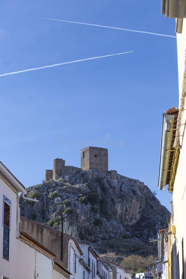 Wychodu wzgórza kasztel od Belmez miasteczka, cordoba, Hiszpania zdjęcia royalty free