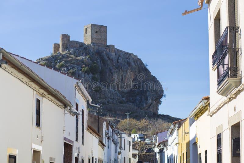 Wychodu wzgórza kasztel od Belmez miasteczka, cordoba, Hiszpania zdjęcie royalty free