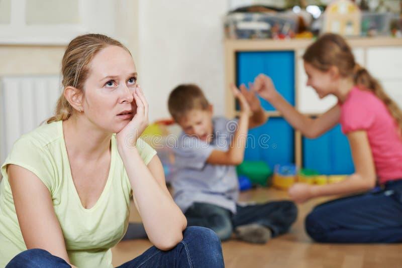 Wychowywać i rodzinny problem obrazy royalty free