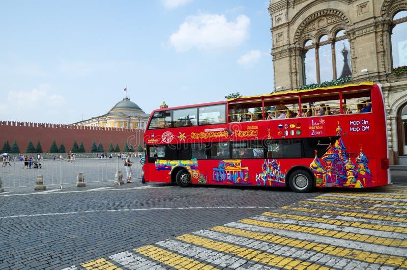 Wycieczka autobusowa przy placem czerwonym, Moskwa, Rosja obrazy stock