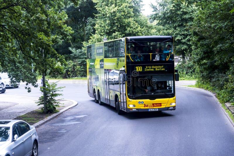 Wycieczka autobusowa przy Tiergarten w Berlińskim Niemcy obraz royalty free