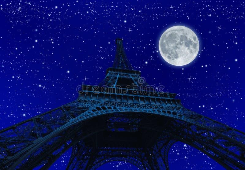 Wycieczka turysyczna Eiffel przy noc? z fullmoon fotografia stock