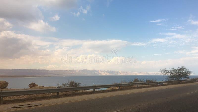 Wycieczki samochodowej morza chmury niebo obraz stock
