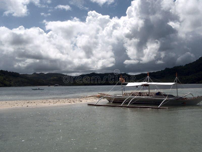 Wycieczki turysycznej łódź na Coarl rafie - abstrakcjonistyczna sztuka zdjęcie stock