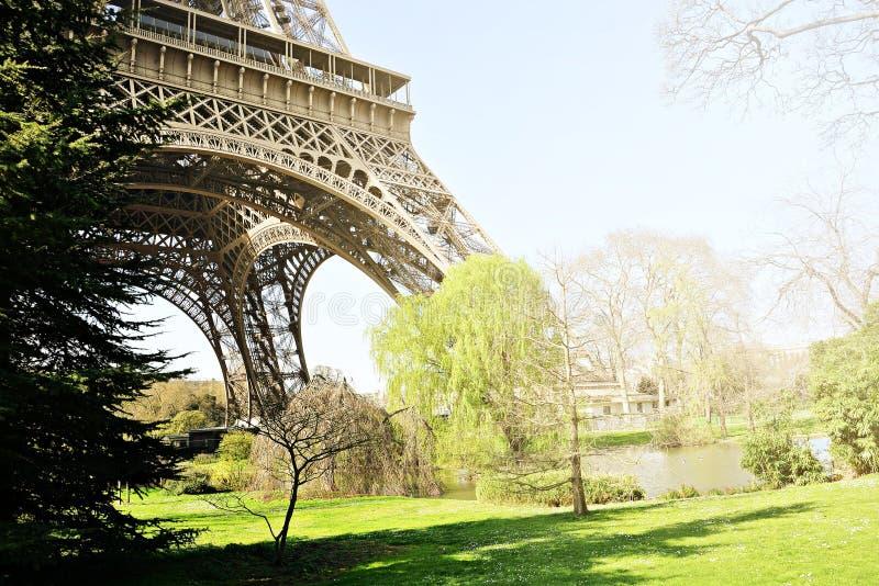 Wycieczki turysycznej De Eiffel Paryż lato zdjęcie royalty free