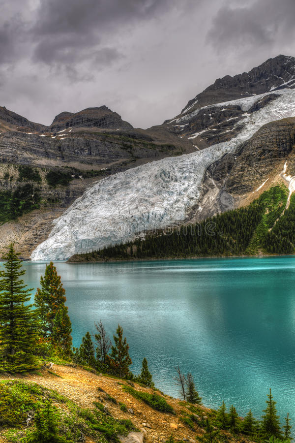 Wycieczkować góra lodowa Jeziornego ślad fotografia royalty free