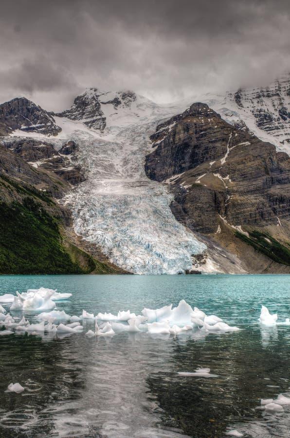 Wycieczkować góra lodowa Jeziornego ślad obrazy royalty free