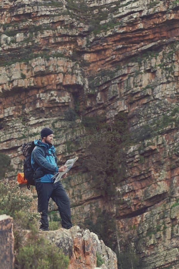 Wycieczkować mapa mężczyzna obrazy stock
