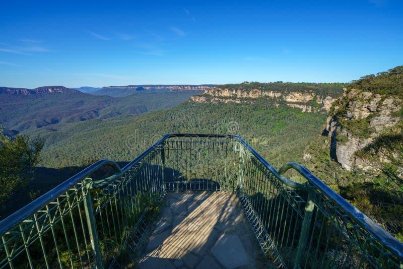 Wycieczkować uroczystego clifftop spacer, błękitne góry, Australia 11 zdjęcie stock