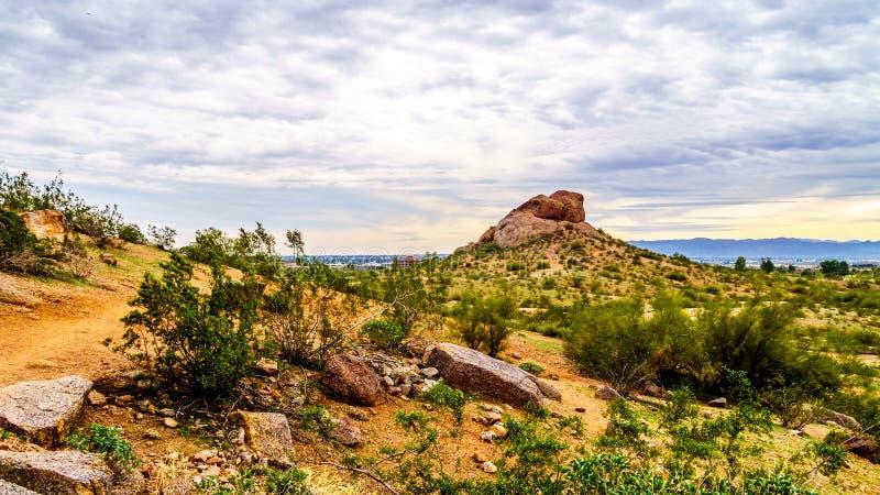 Wycieczkować wlec wokoło czerwonego piaskowa buttes Papago park blisko Phoenix Arizona zdjęcia stock
