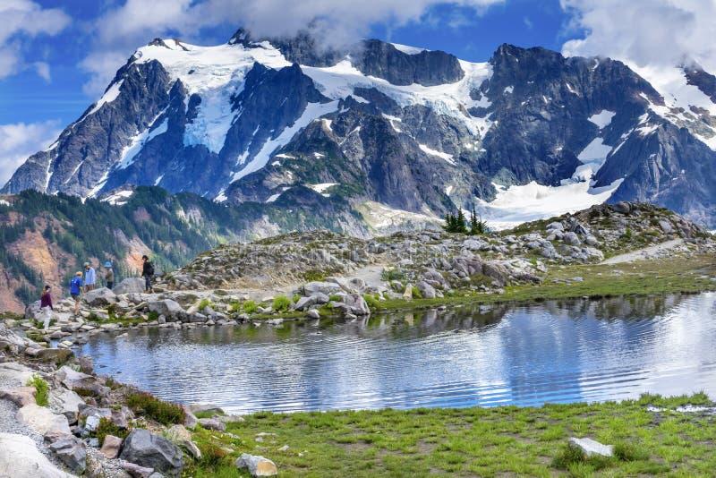 Wycieczkowicz góry Shuksan basenu artysty punktu stan washington zdjęcie stock