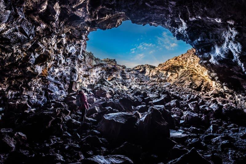 Wycieczkowicz rekonesansowa Indiańska Tunelowa jama zdjęcia stock