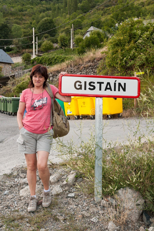 Wycieczkowicz uszeregowanie hasłowy Gistaín, Hiszpania obraz royalty free