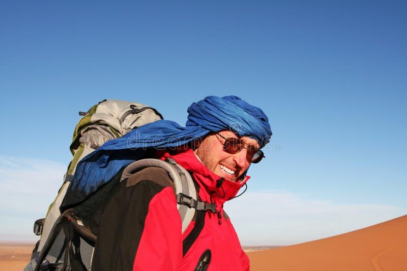 Wycieczkowicz w pustyni zdjęcia royalty free