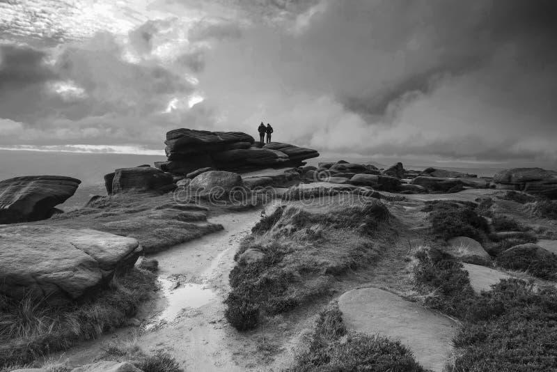 Wycieczkowicze w pięknym czarny i biały Szczytowym okręgu krajobrazu duri zdjęcie stock