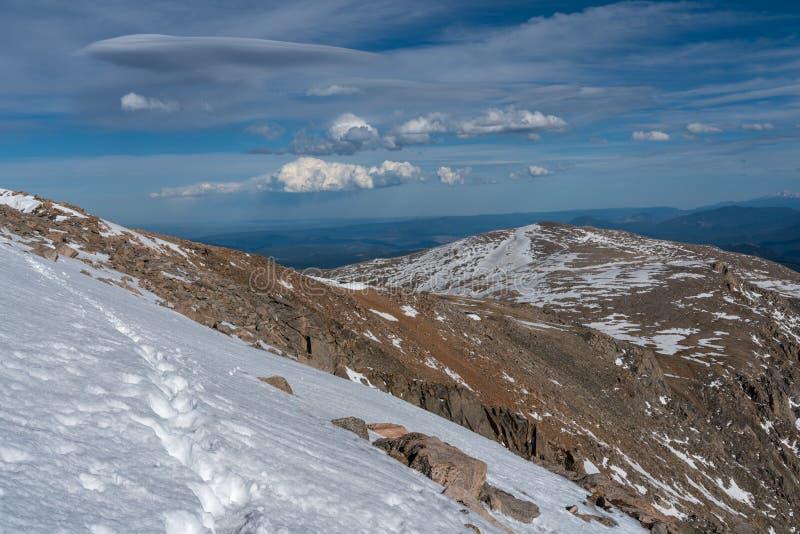 Wycieczkujący na górze Evans, Kolorado obraz stock