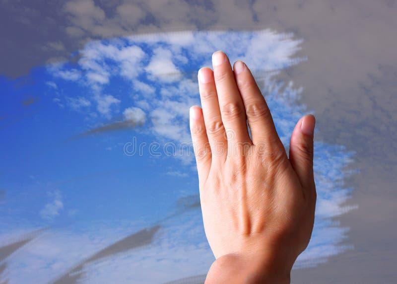 Wyciera niebieskie niebo obrazy stock