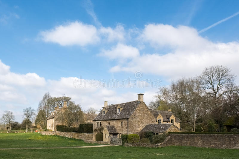 WYCK RISSINGTON, GLOUCESTERSHIRE/UK - MARCH 24 : Picturesque Wyck Rissington Village in the Cotswolds in Gloucestershire on March stock photos