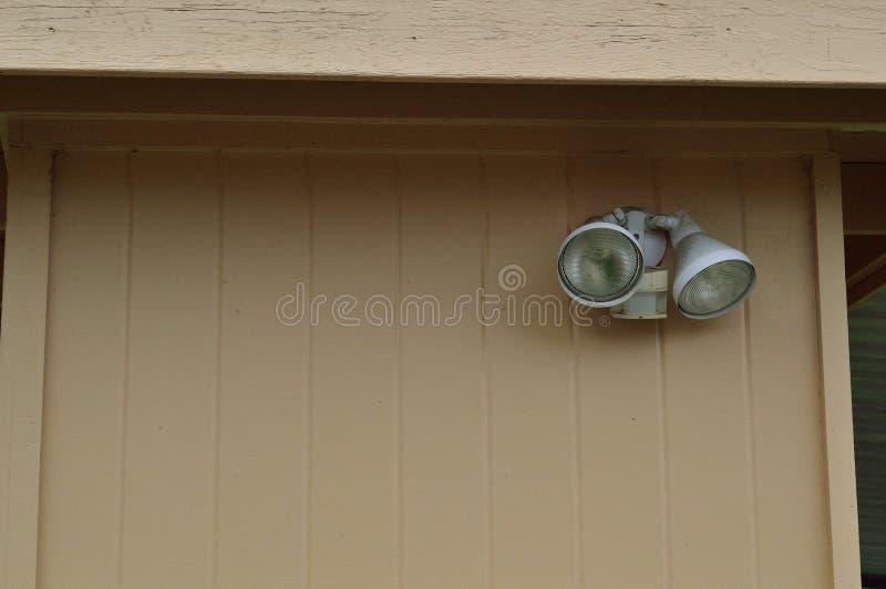 Wyczulony wykrywa plenerowy ochrony światło na garażu fotografia royalty free