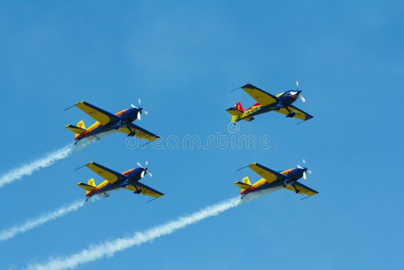 Wyczyn kaskaderski hebluje latanie przy Deva Airshow obrazy stock