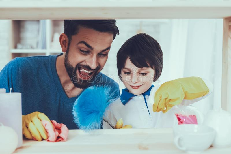 Wydaje czas uśmiech czystość rodzina Zabawę zdjęcia stock