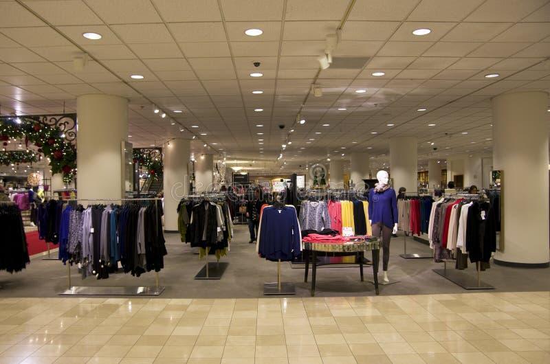 Wydziałowego sklepu centrum handlowego zakupy choinki ligh zdjęcia royalty free