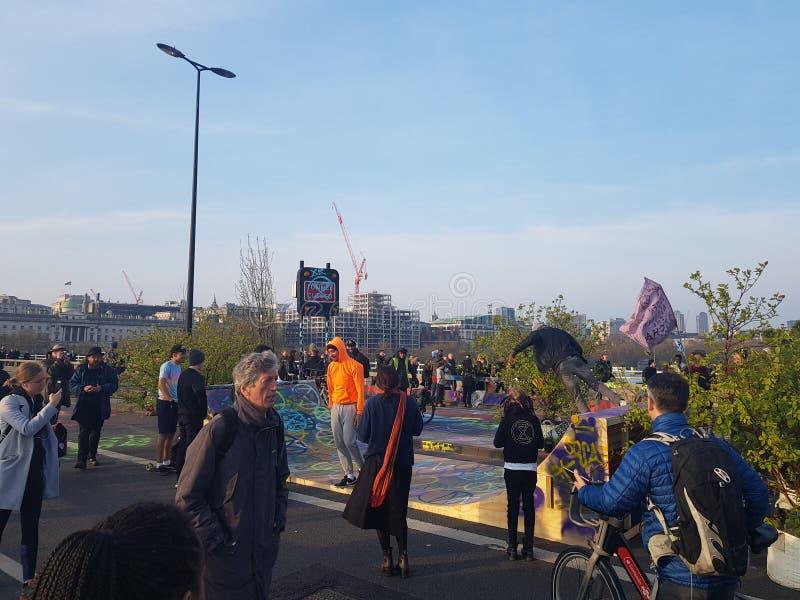 Wygaśnięcie bunt: Klimatów protestujący w Środkowym Londyn obraz stock
