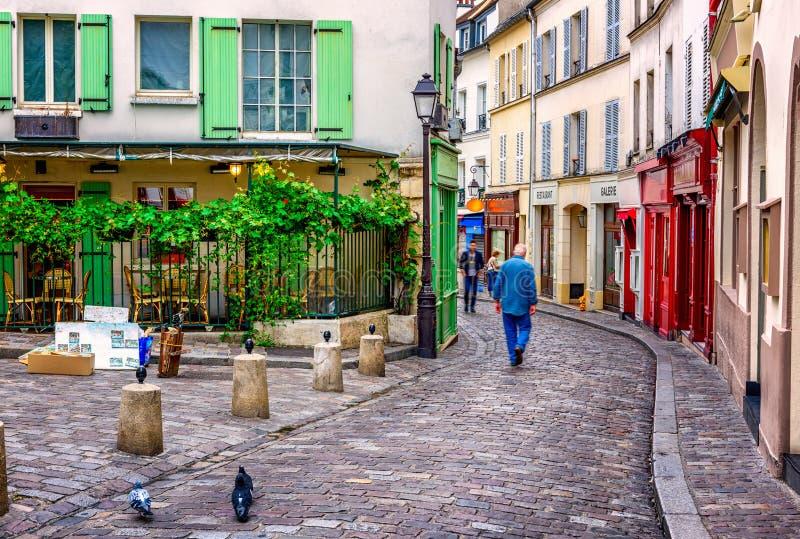 wygodna ulica w kwartalnym Montmartre w Paryż, Francja fotografia stock