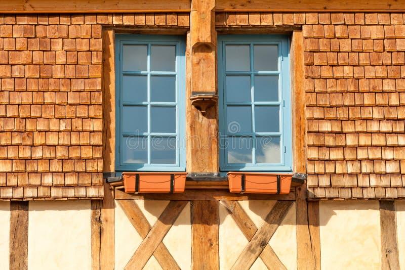 Wygodni strychowi okno obraz stock