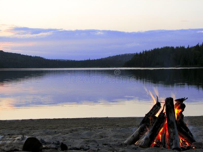 wygodnie jeziora ognia zdjęcia stock