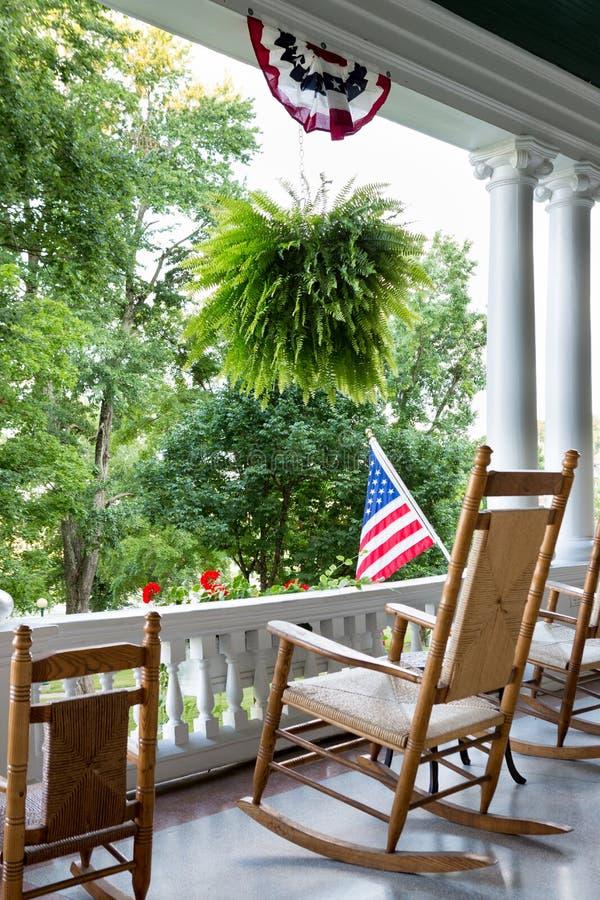 Wygodny drewniany kołysa krzesło cieszyć się 4th Lipa obrazy royalty free