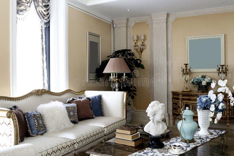 Wygodny elegancki rodzinny siedzący pokój obraz stock
