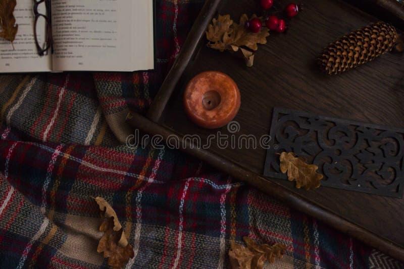 Wygodny jesienny domowy wystrój i szczegóły zdjęcia royalty free