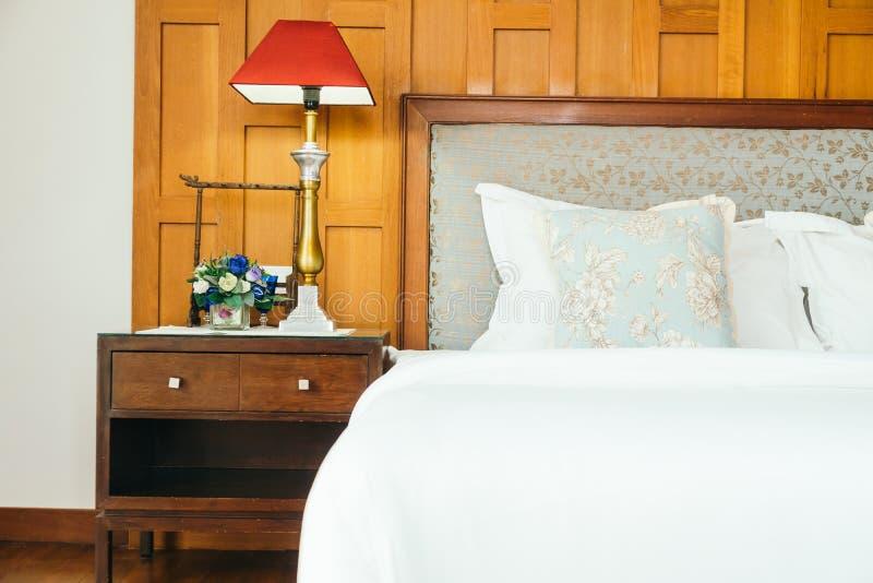 Wygody poduszka na łóżku obraz royalty free