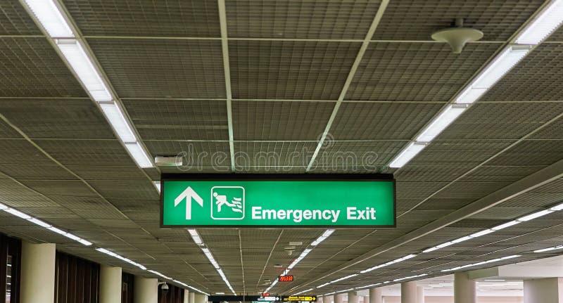 Wyjście ewakuacyjne informacji deski znaka lotniska międzynarodowego śmiertelnie fotografia royalty free
