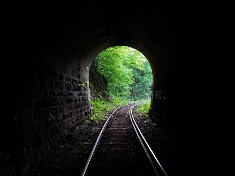 Wyjście z tunelu kolejowego fotografia royalty free