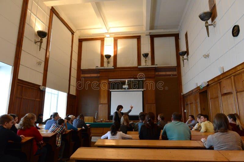 Wykłada przy starą widownią przy fakultetem geografia Lomonosov Moskwa stanu uniwersytet obrazy stock