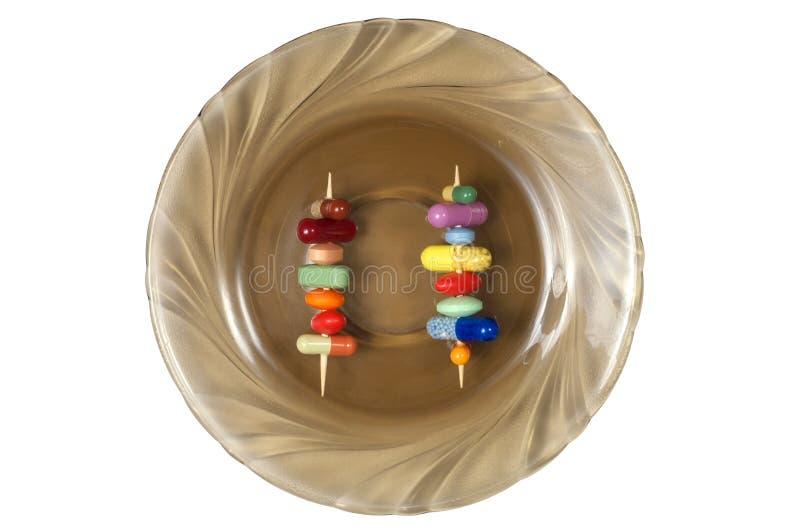 Wykałaczki z pigułkami na talerzu obraz stock